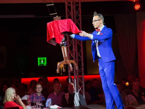 Magische Momente mit Zauberer Tim Stüdemann
